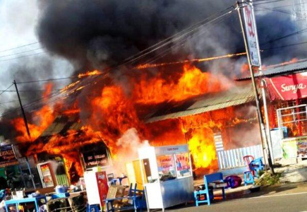 4 Ruko Terbakar di Bengkulu