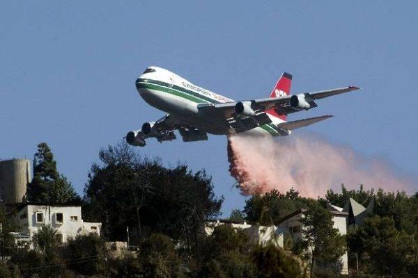 Pesawat pemadam kebakaran Supertanker Boeing 747 AS yang sedang dikirim ke Israel untuk memadamkan kebakaran